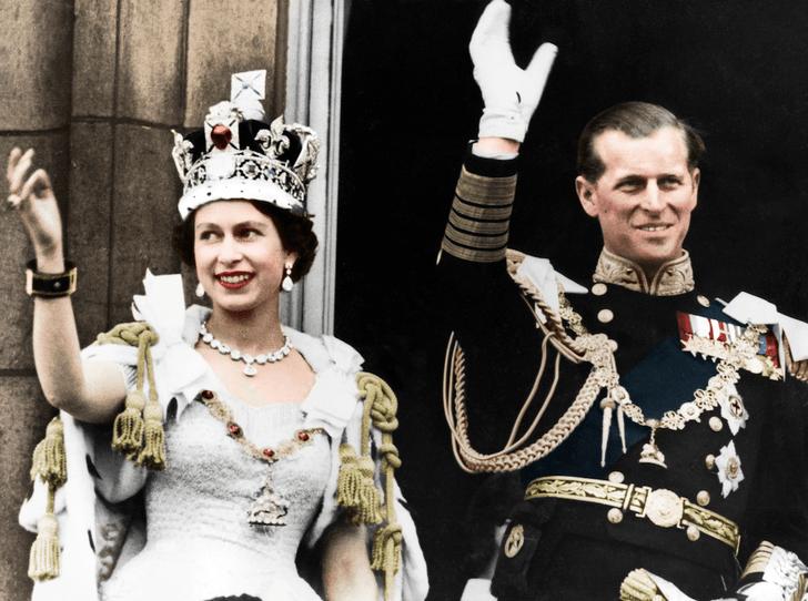 Фото №1 - Никто не идеален: какую ошибку совершила Елизавета II во время своей коронации