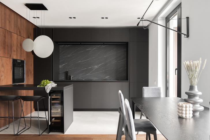 Фото №1 - Современная квартира в темных тонах 103 м²