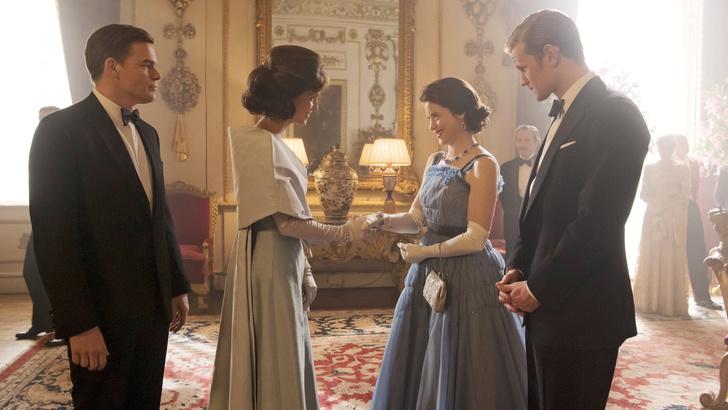 Фото №23 - От свадебных платьев до роскошных мехов: какие образы Виндзоров повторили в сериале «Корона»