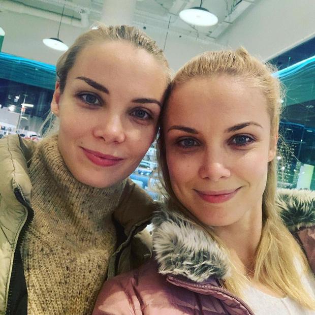 Фото №1 - Актрисы-близняшки Арнтгольц стали мамами с разницей в 20 дней