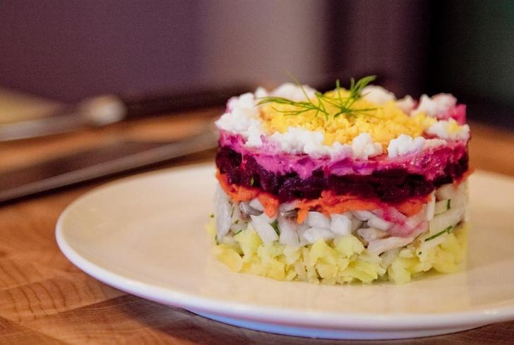 Фото №4 - Селедка под шубой, блины и зелень на завтрак: что входит в рацион Натальи Водяновой