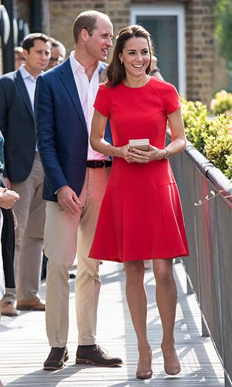 Фото №13 - 5 причин, почему Кейт Миддлтон не ругают за мини-юбки