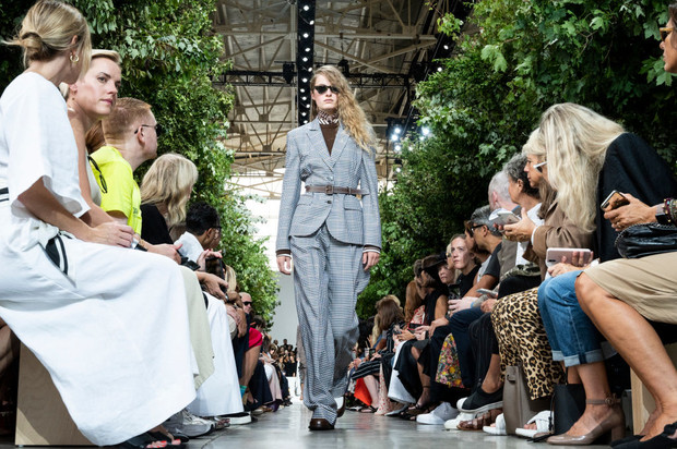 Фото №4 - Возвращение в офис: меняем пижамный лук на деловой стиль