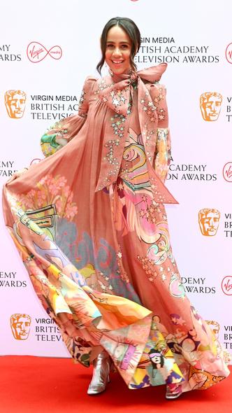 Фото №12 - Теле-BAFTA 2021: самые стильные знаменитости на красной дорожке