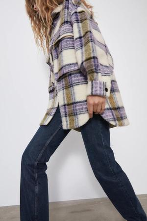 Фото №9 - Где купить точно такую же куртку-рубашку, как у Лили Коллинз, и еще 4 похожие альтернативы