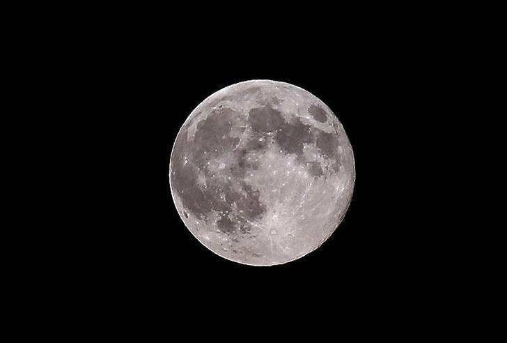 Фото №1 - В ноябре жители Земли увидят рекордно большую Луну