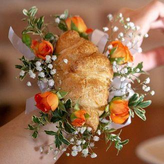 Фото №1 - В Америке на выпускной можно купить браслет из хлеба и цветов