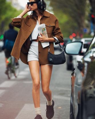 Фото №3 - Где купить точно такую же куртку-рубашку, как у Лили Коллинз, и еще 4 похожие альтернативы