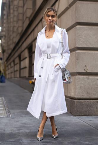 Фото №2 - Как носить белый цвет летом: 4 стильных приема