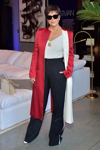 Фото №5 - Главная из Кардашьян: самые впечатляющие наряды Крис Дженнер