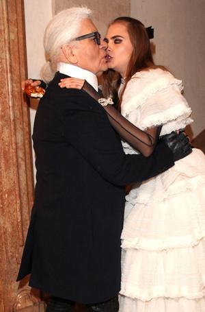 Фото №46 - Фейспалм и губы уточкой: самые смешные фото Кары Делевинь