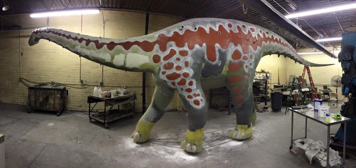 Фото №7 - Отец своими руками построил детям 14-метрового динозавра— детскую площадку (фото и видео)