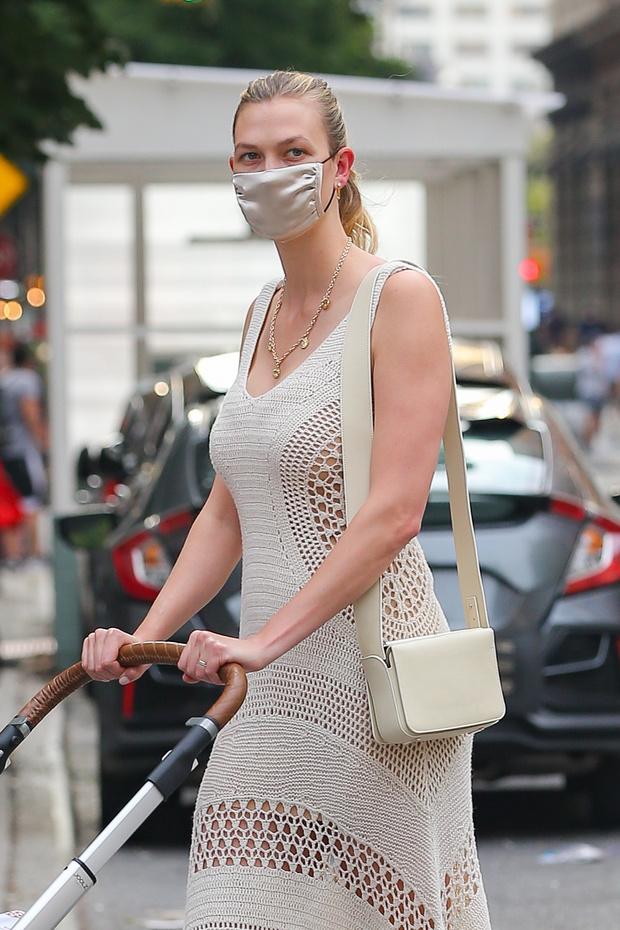 Фото №2 - Голое или не очень? Карли Клосс в идеальном платье-кроше