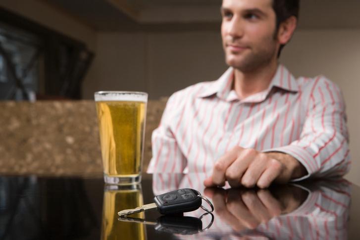Фото №1 - Через сколько часов после употребления разного алкоголя можно за руль? Исчерпывающая таблица