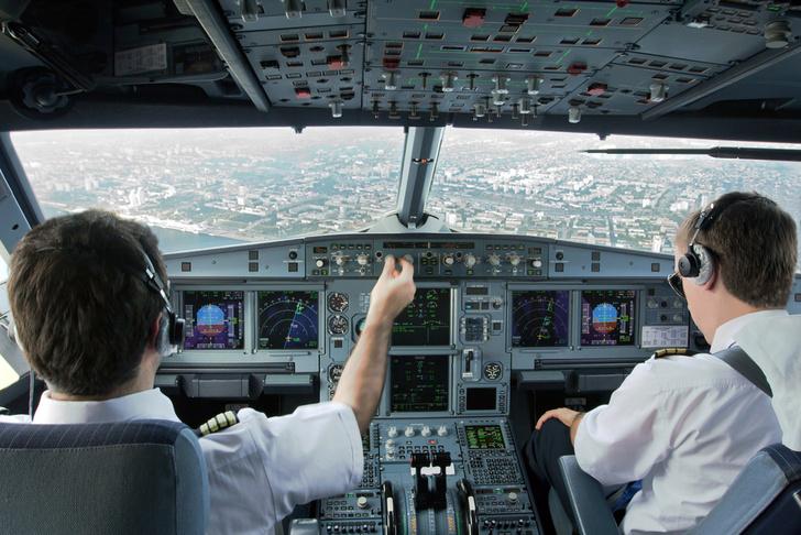 Фото №1 - Пилоты рассказали о неприятных ситуациях, которые скрывали от пассажиров
