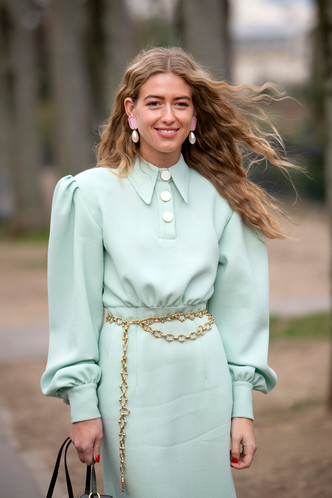Фото №2 - Пояса-цепи: как носить самый желанный аксессуар года
