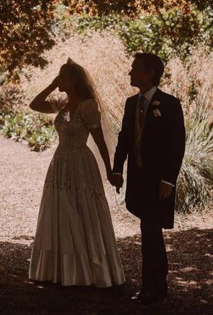 Фото №5 - Любовь или расчет: о чем говорит язык тела Кейт, Меган и Беатрис на их свадьбах