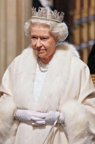 Фото №47 - Какую тиару Елизавета II одолжит Меган Маркл на свадьбу: делаем ставки