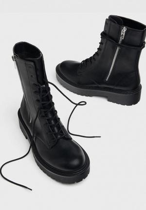 Фото №9 - Не хуже мартинсов: 5 альтернативных вариантов трендовых ботинок