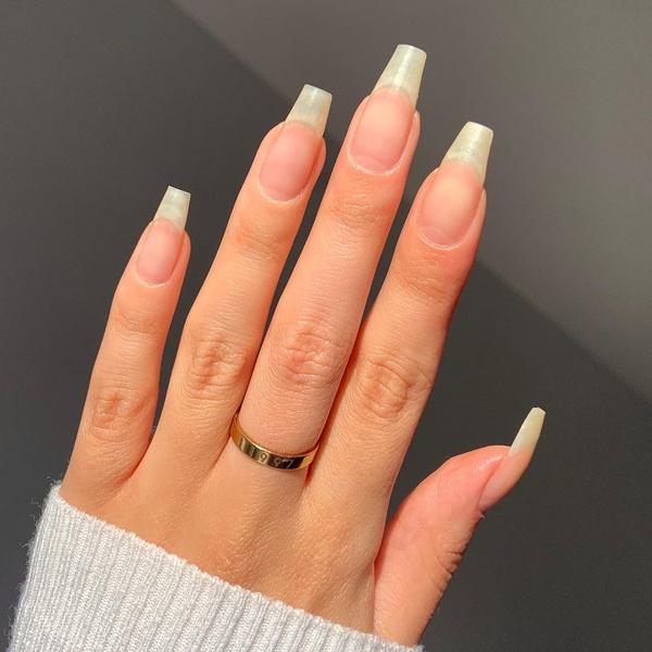 Фото №2 - Почему желтеют ногти и как вернуть им здоровый цвет