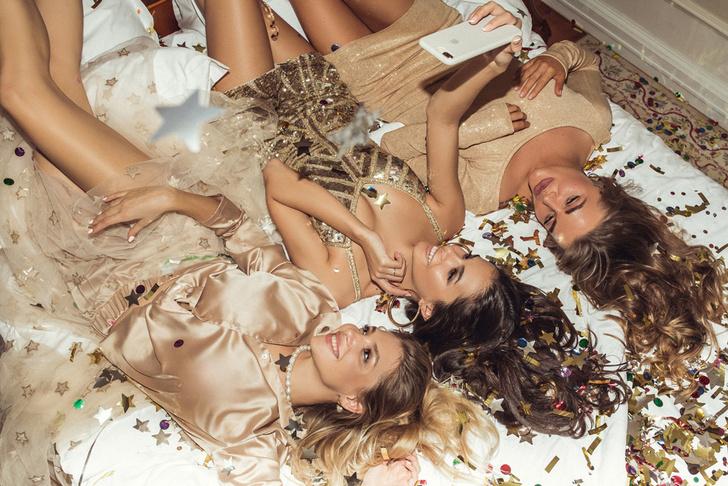 Фото №1 - Вишлист: Самые классные новогодние платья от бренда Marina Mak