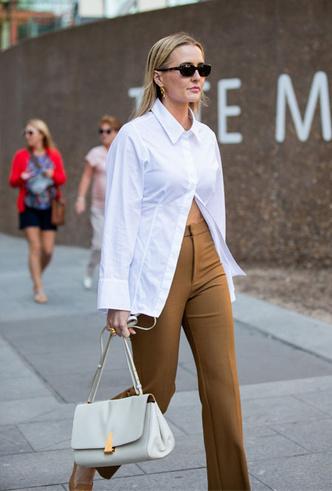 Фото №10 - С чем носить белую рубашку: стильные идеи на любой случай