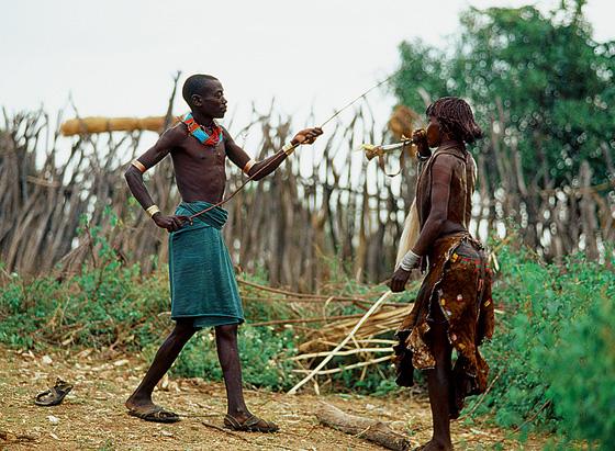 Фото №5 - Удары судьбы: за что мужчины эфиопского племени бьют своих женщин