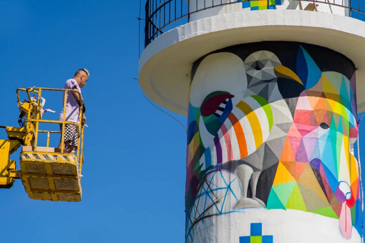 Фото №10 - В Испании раскрасили маяк