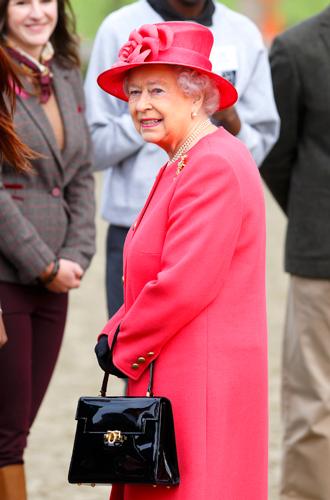 Фото №5 - Держи за ручку: любимые сумки принцесс и королев снова в тренде