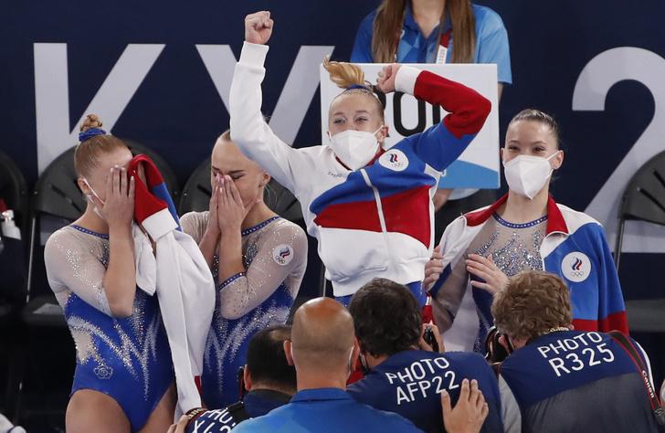 Фото №1 - «Девчонки, ваши слезы— вот золото!»: в Сети восхищены разгромной победой сборной по спортивной гимнастике в Токио