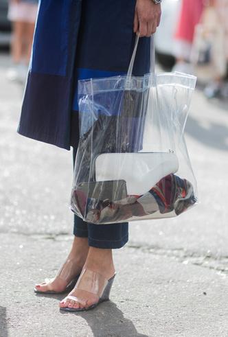 Фото №5 - Life in Plastic: как носить пластиковые вещи этой весной
