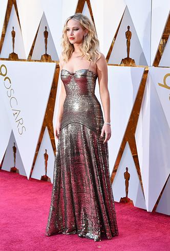 Фото №2 - «Оскар-2018»: 10 лучших платьев церемонии награждения