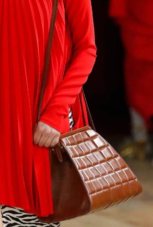 Фото №25 - Самые модные сумки осени и зимы 2020/21
