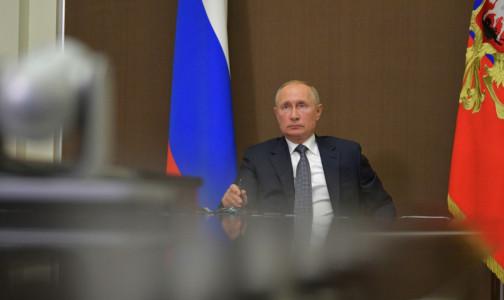 Фото №1 - Россияне хотят привиться той же вакциной, что выберет Путин. Но в Кремле не хотят ее называть