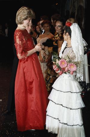 Фото №59 - 70 красных нарядов: как принцесса Диана носила любимый цвет