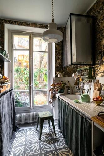 Фото №6 - Маленькая квартира с цветочными мотивами в Париже