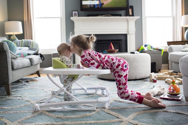 Фото №1 - Как стать с сестрой подругами, если вы не ладите с детства