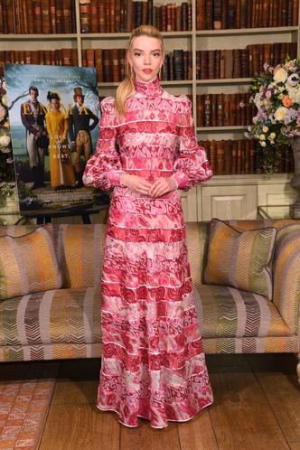 Фото №7 - Королева красных дорожек: секреты стиля и самые яркие образы Ани Тейлор-Джой