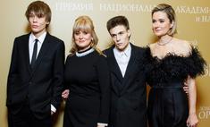 Наследники Михалковых получили награды, Петров не стал лучшим актером: как прошла 19-я церемония кинопремии Золотой орел