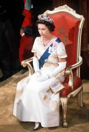 Фото №3 - Талисман Ее Величества: какое украшение защищает Елизавету от негатива