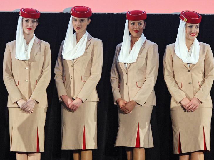 Фото №5 - Небо, самолет, девушка: самые красивые униформы стюардесс в мире