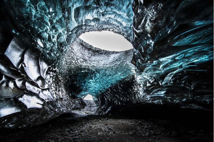 Фото №1 - Синее сияние ледяных пещер