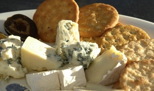 Фото №1 - Сыр с плесенью защищает от инсульта