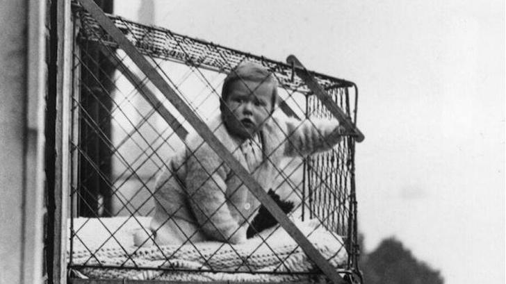 Фото №1 - Клетка для выгула детей и еще 4 очень странные ретрофотографии