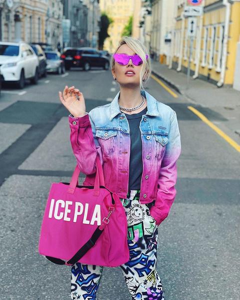 Фото №2 - 5 способов носить спортивные штаны как Клава Кока