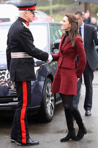 Фото №19 - 6 знаковых нарядов герцогини Кембриджской, которые она носит уже 6 лет
