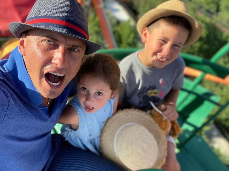 Фото №2 - «Знакомьтесь, мой малыш»: Павел Прилучный удивил поклонников снимком с младенцем и обручальным кольцом