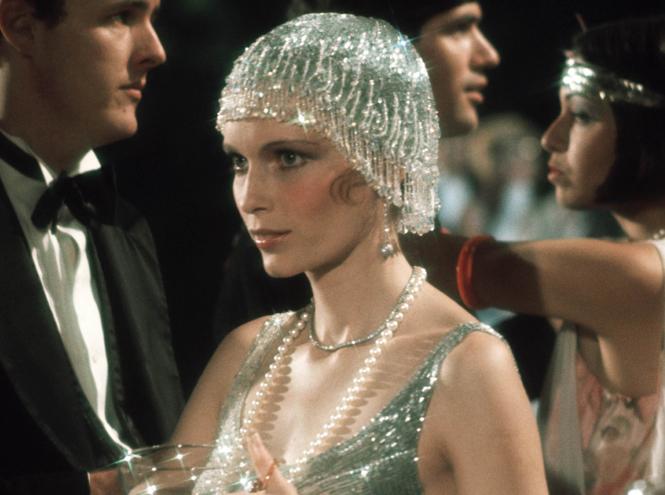 Фото №1 - Новогодний шоппинг: 40 прекрасных вещей в стиле 20-х годов