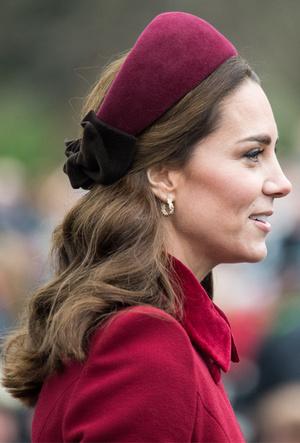 Фото №5 - Как королевские модницы носят широкие ободки (и где искать похожие)