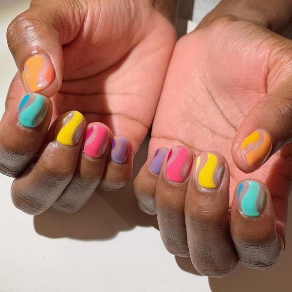 Фото №12 - Маникюр для коротких ногтей: 15 модных идей